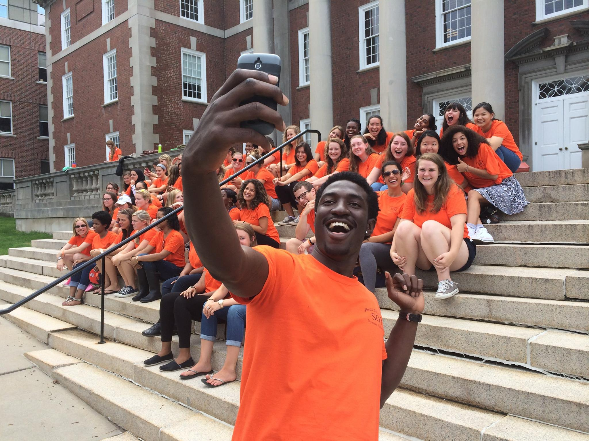 An SOE peer advisor takes a selfie in front of a group of students